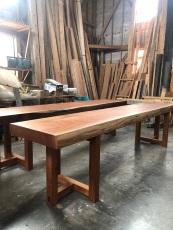 karasawa-table-3.jpg